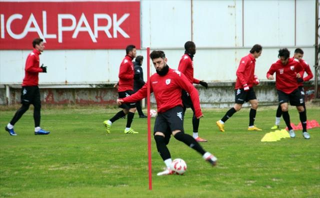 Samsunspor, Adana Demirspor'a bileniyor