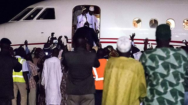 Gambiya'daki seçimleri kaybeden Jammeh ailesiyle ülkeden ayrıldı