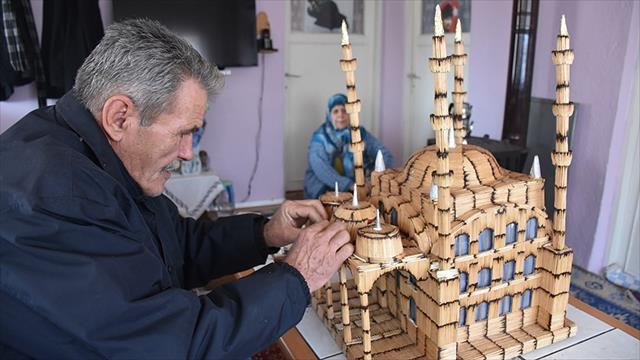Kibrit çöplerinden 4 minareli cami maketi yaptı