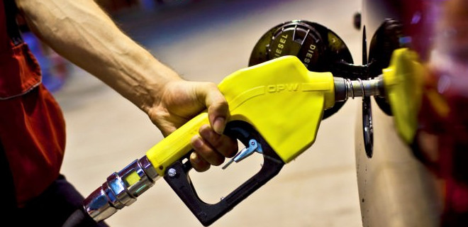 Benzin fiyatlarına 14 kuruş indirim yapıldı