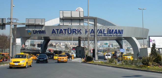 Ünlü oyuncu havaalanında gözaltına alındı