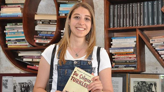Kitap okuyarak otizmli çocuklara destek oluyorlar