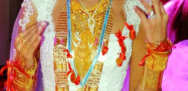 Düğün takıları kadınındır