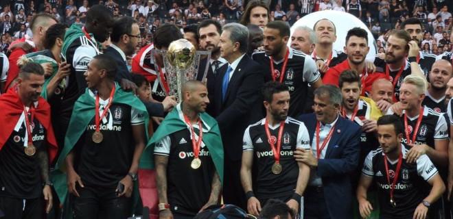 Beşiktaş kupayı aldı