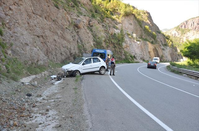 Bayram tatili yolunda kaza: 4 yaralı