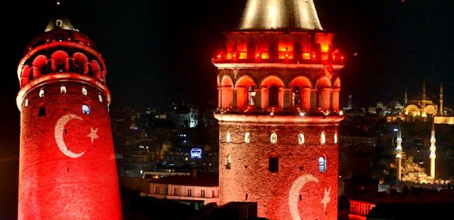Galata Kulesi kırmızı beyaza büründü
