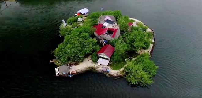 Kendi adasını kendi yapan adam!