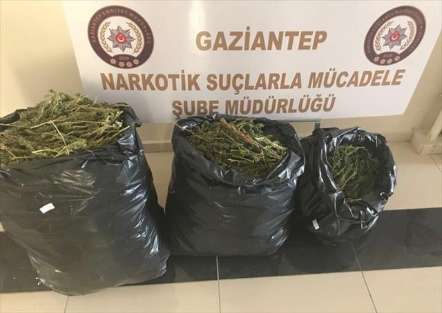 Durdurulan araçtan 20 kilo uyuşturucu çıktı