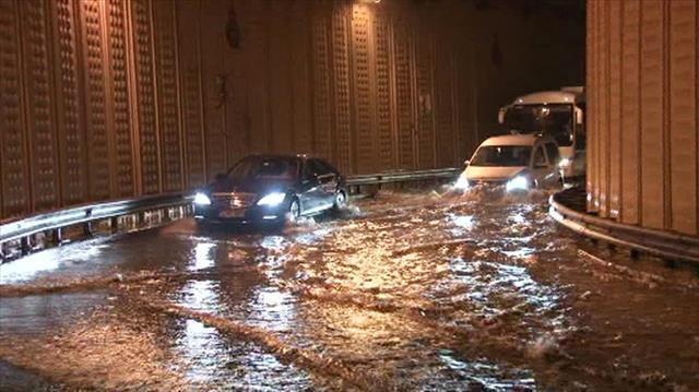 """AKOM: 'Metrekareye 122 kilogram yağış kaydedildi"""""""