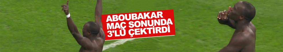 Aboubakar maç sonunda 3'lü çektirdi