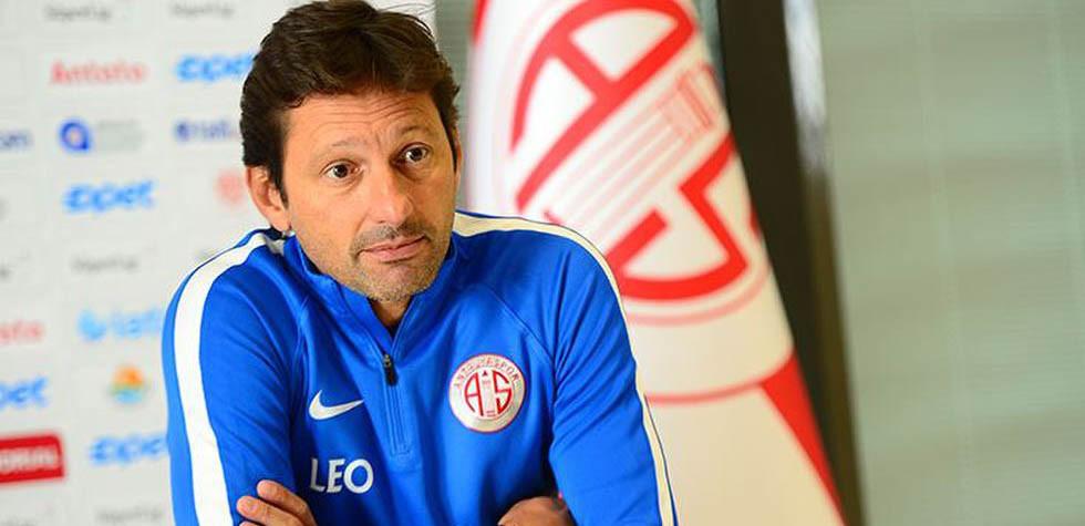 Antalyaspor'da Leonardo Araujo görevinden ayrıldı