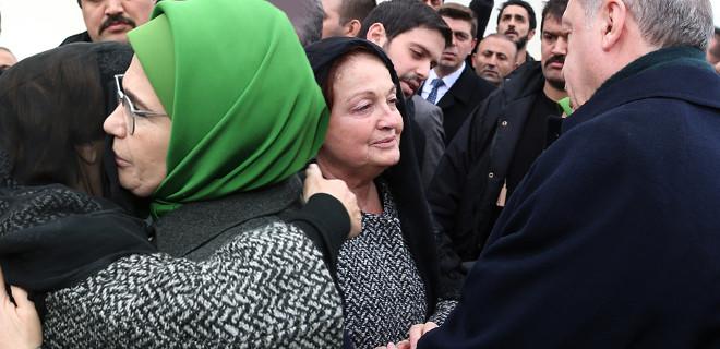 Acılı anneyi Emine hanım teselli etti