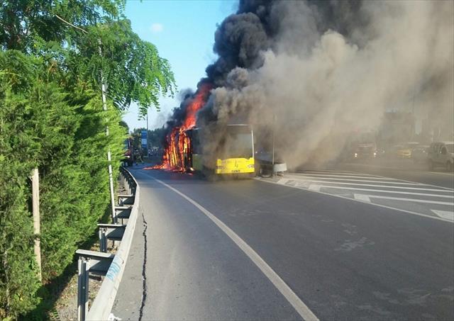 İstanbul'da belediye otobüsünde korkutan yangın