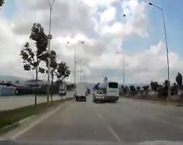 Otobüs şoförüyle ehliyet hocası birbirine girdi