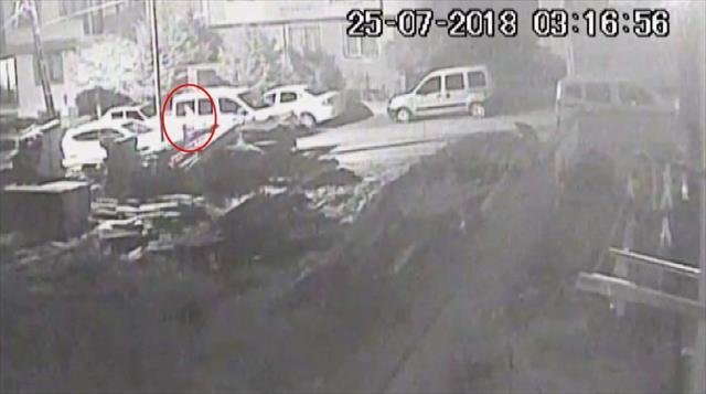 Mahalleliyi canından bezdiren hırsızlar kamerada
