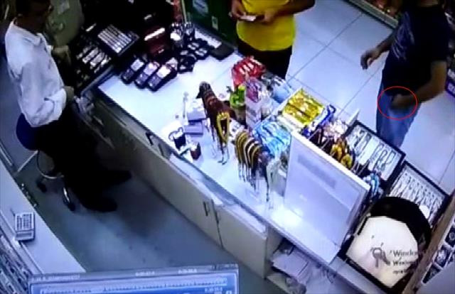 Bin liralık tespih hırsızlığı kamerada