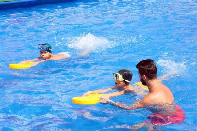 Portatif havuzlarda yaklaşık 50 bin çocuk yüzme öğrendi