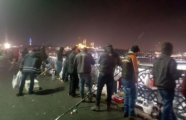 Oltasını alan Galata Köprüsüne koştu