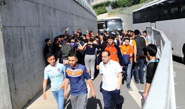 Başakşehir taraftarı stada ulaştı