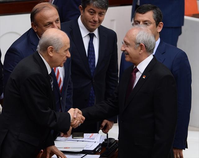 Kılıçdaroğlu ve Bahçeli ayaküstü sohbet etti