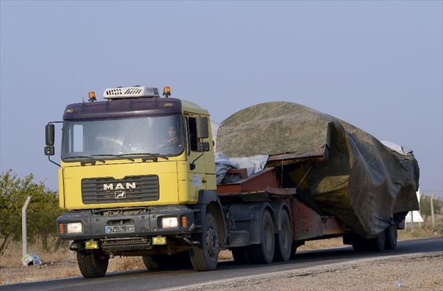 Saldırıya uğrayan tank Türkiye'ye getirildi