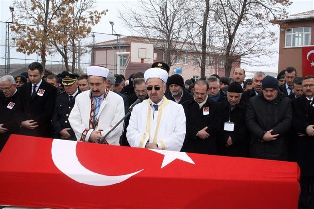 Beşiktaş'ta şehit olan polis, son yolculuğuna uğurlandı