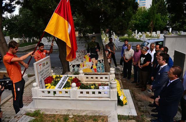 Turgay Şeren mezarı başında anıldı