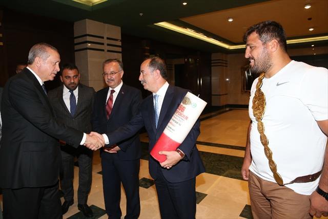Cumhurbaşkanı Erdoğan'a Kırkpınar daveti