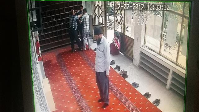 Seri hırsız son işinde cemaate yakalandı