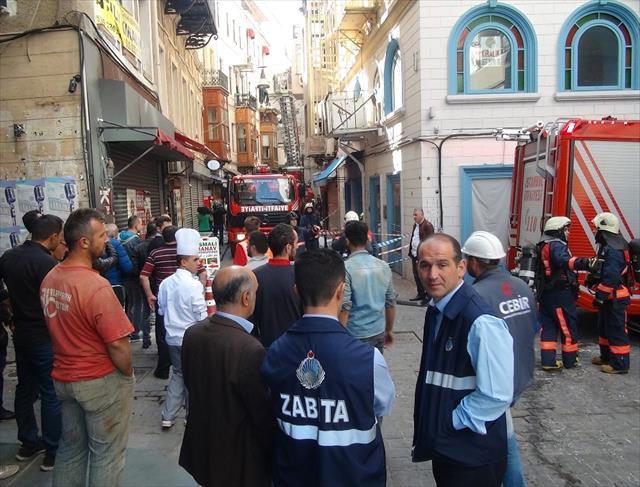 Beyoğlu'nda 6 katlı binada yangın paniği