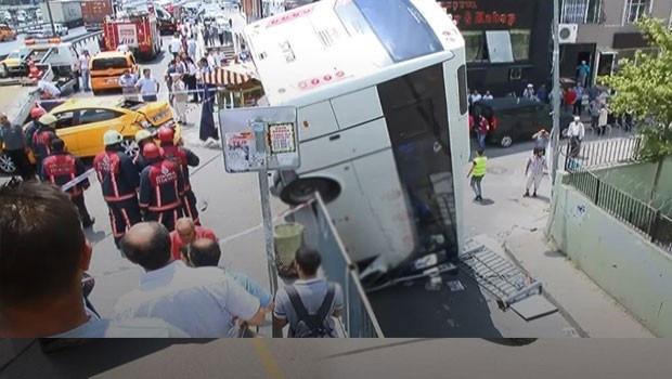 E-5'i kilitleyen kaza! Servis aracı köprüden uçtu...