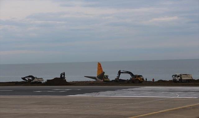 Trabzon'daki uçağı çıkarma çalışmaları sürüyor