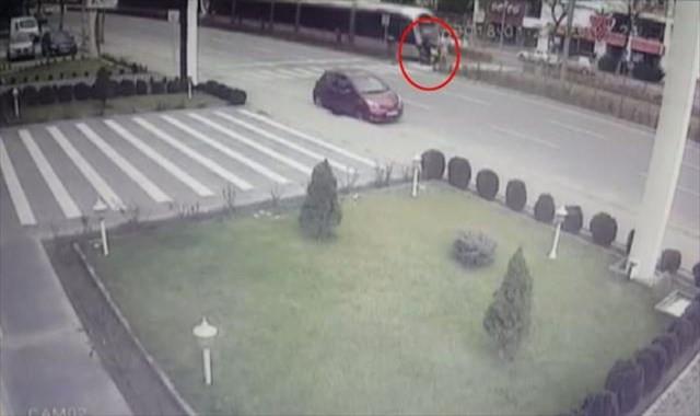 Tramvay kazası güvenlik kamerasına böyle yansıdı