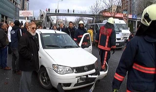 Kontrolden çıkan çöp kamyonu otomobile çarptı