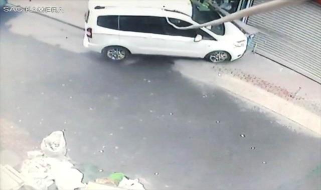 Otomobil sürmeyi öğrenirken markete daldı
