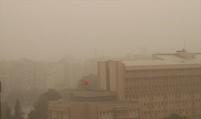 Gaziantep'te toz nedeniyle göz gözü görmüyor