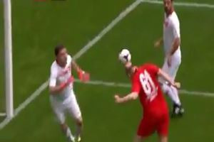 Ünlüler maçında Süleyman Soylu'dan kafa golü