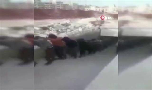 Afrin'de suç çetesi ÖSO'ya teslim oldu