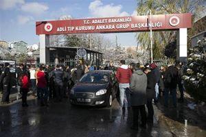 Ankara'da tren kazası!  Yakınları kurum önünde göz yaşı döktü