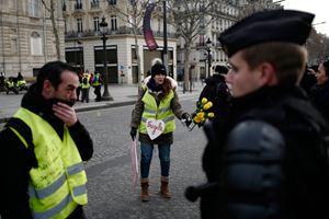 Paris'te sarı yelekliler yeniden sokakta!