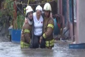 Sarıyer'de dere taştı, mahalleyi su bastı