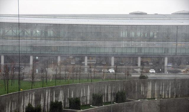 İstanbul Havalimanı çevresinde kar yağışı etkili oluyor
