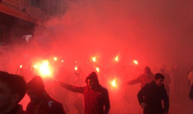 Galatasaray taraftarından meşaleli şov