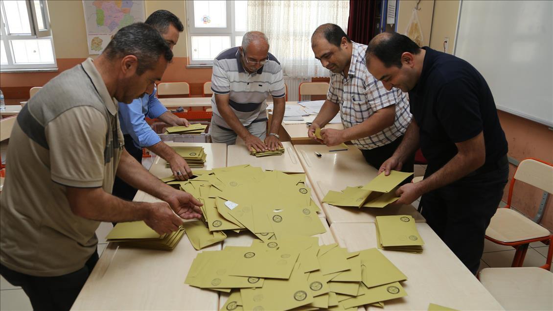 Konsensus'un anketine göre İstanbul'da partilerin oy oranlarında son durum 3.resim