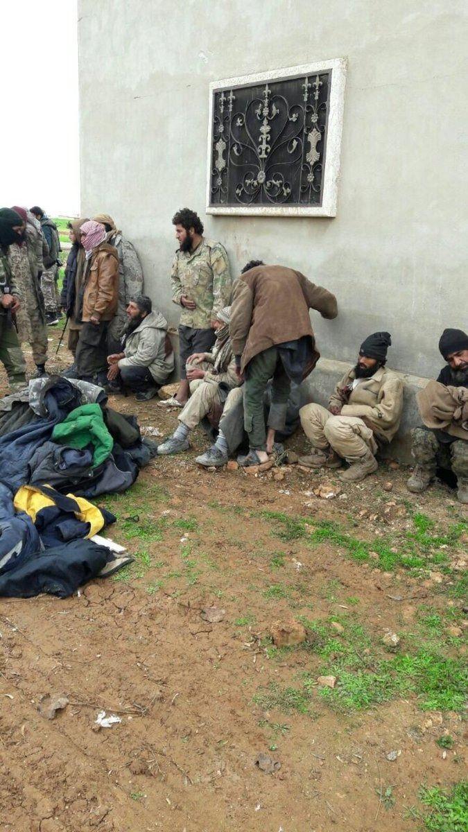 İdlib'deki DAEŞ'lılar teslim oldu 1.resim