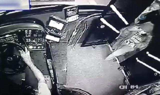 Kahraman şoför yolcunun çantasını hırsızlardan kurtardı