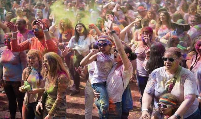 'Holi Festivali' yine renk saçacak