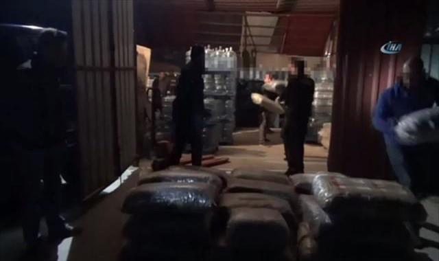 1 tonluk uyuşturucu operasyonu polis kamerasına yansıdı