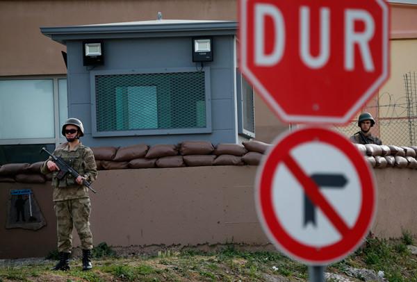 ABD'li papaz Brunson İzmir'de yargılanıyor! AP bu fotoğrafları geçti 3.resim