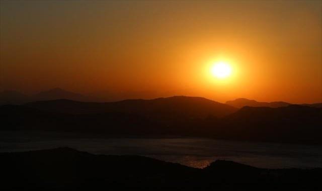 Marmaris'te gün batımı izleyenleri büyülüyor